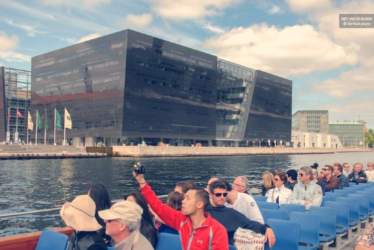 Que ver en Copenhague. Barco Copenhague
